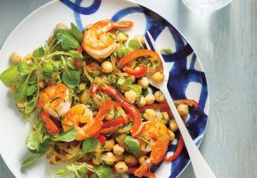 Salade de pois chiches, de crevettes, de poivrons et de persil