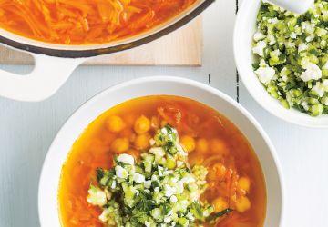 Soupe aux pois chiches et aux légumes racines