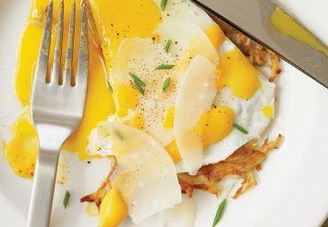 Oeufs sur röstis et sabayon au jus de carotte