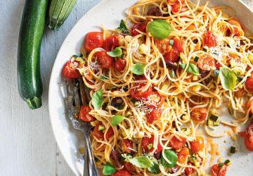 Spaghettis aux tomates cerises et aux courgettes
