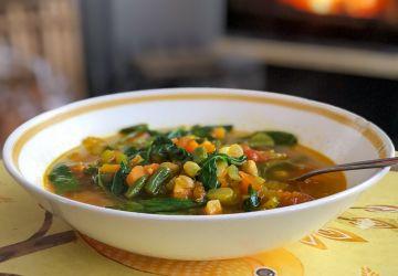 Soupe repas aux pois chiches et légumes