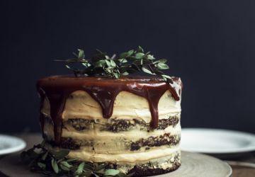Naked cake aux dattes & au caramel fleur de sel