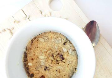 Muffin dans une tasse pour une collation ou un déjeuner express