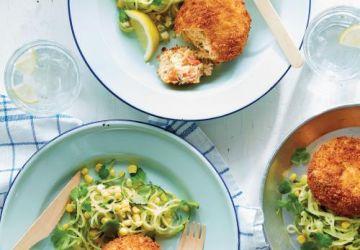 Crab cakes, salade de courgette et de maïs