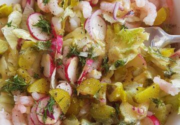 Salade de crevettes aux cornichons et à l'aneth