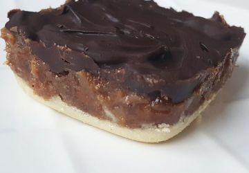 Carré au caramel de dattes et chocolat végétalien sans gluten