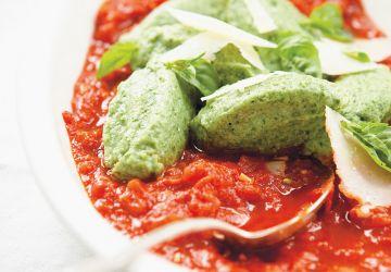 Polpettes aux épinards et à la sauce tomate