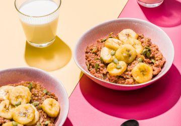 Gruau chocolaté aux grains à la mijoteuse, garniture de bananes aubeurre
