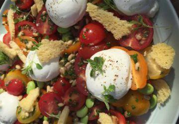 Salade de tomates, de mozzarella di bufala et d'edamames