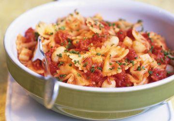 Pâtes aux tomates, aux haricots blancs et au fromage