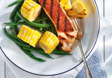 Saumon aux épices cajuns et légumes