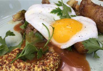 Poêlée de canard et pommes de terre, œuf au plat