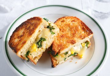 Grilled cheese au kale