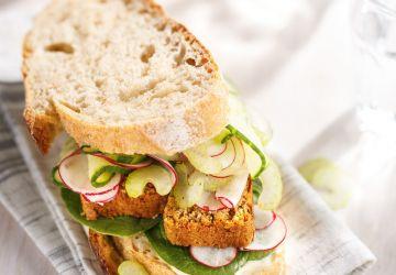 Sandwich au végé-pâté et légumes croquants