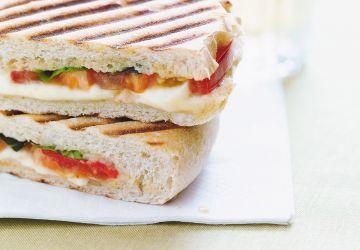 Paninis au bocconcini, aux tomates et au basilic