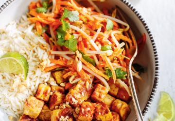 Tempeh grillé et salade de carottes au lait de coco