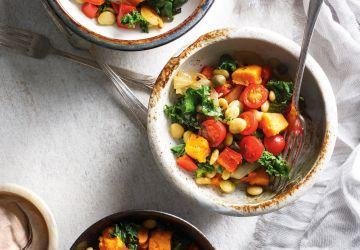 Salade aux patates douces, aux fèves de Lima, au kale et aux tomates
