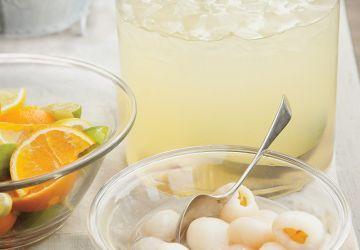 Cocktail de limonade, litchis et noix de coco