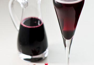 Sirop de vin rouge aux épices pour kir mousseux réinventé