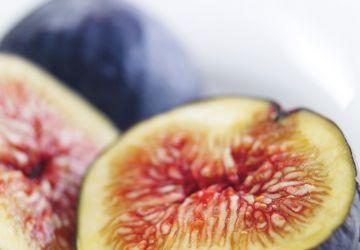 Asperges rôties et figues au vin rouge