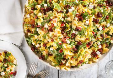 Salade de farfalles aux pommes, aux canneberges et à la feta
