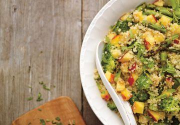 Salade de quinoa, de pêches et d'estragon