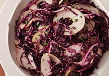 Salade de chou rouge à la pomme et aux canneberges