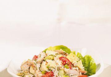 Salade de riz aux artichauts, aux coeurs de palmier et au poulet
