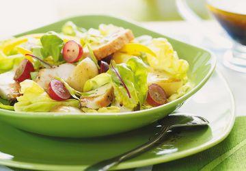 Salade de poulet, de pommes de terre et de raisins
