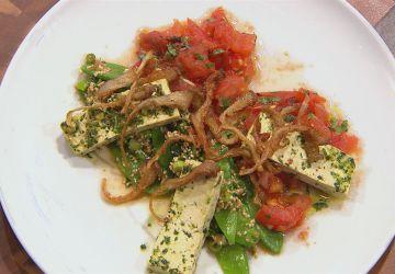 Tofu mariné, concassé de tomates et pleurotes frits