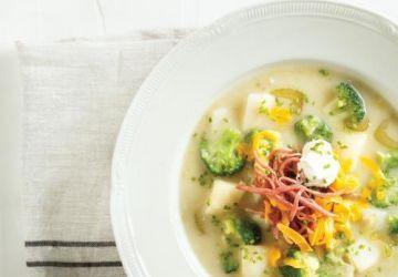 Soupe à la pomme de terre et au brocoli