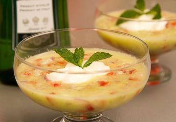 Soupe froide de concombre à la menthe et au vermouth
