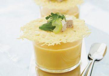 Crème de courge, gelée d'amandes et dentelles croustillantes au parmesan