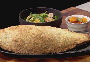 Bars rayés en croute de sel, sauce vierge, salade d'agrumes