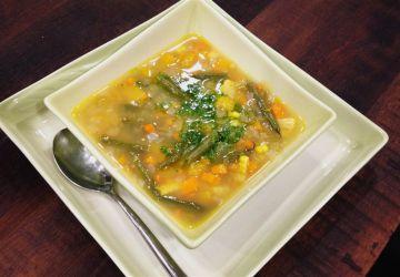 Soupe aux légumes et pesto de persil savoureux