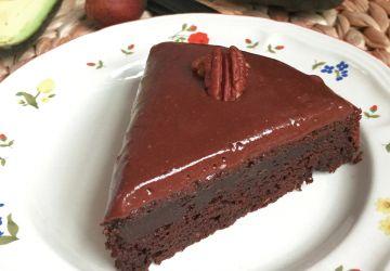 Gâteau choco-avocat, glaçage à la crème sûre
