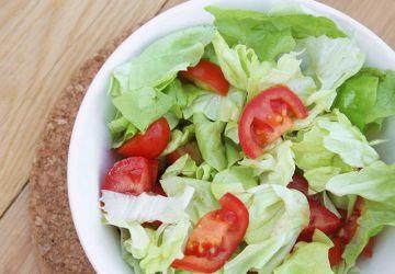 Salade de laitue et tomates