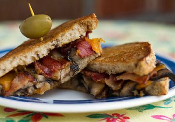 """""""Grilled cheese"""" aux cheddar fort et champignons"""