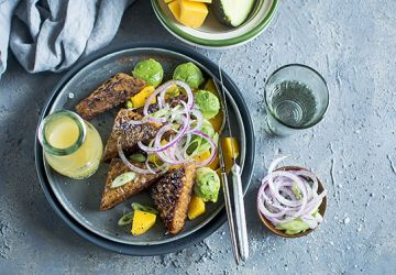 Salade de tempeh, avocat et mangue