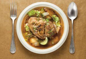 Soupe au porc, au chou et aux pommes de terre (Gamjatang)