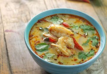 Soupe de crevettes et porc à la coriandre