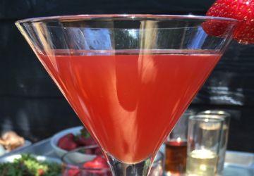 Cocktail de fraise, de mélisse, de rhubarbe et de piment d'argile
