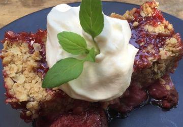 Croustade aux fraises, crème fouettée au Baileys