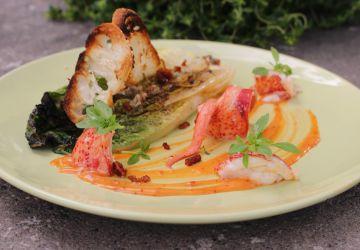 Salade de romaine grillée et homard comme une César