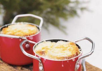Soupe au chou gratinée (style soupe à l'oignon gratinée)