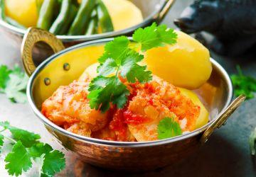 Poisson poché en sauce tomate