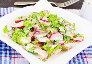 Salade verte et radis à la ciboulette