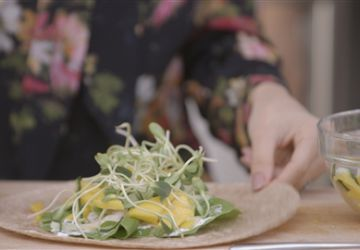 Roulé express aux crevettes et à la mangue