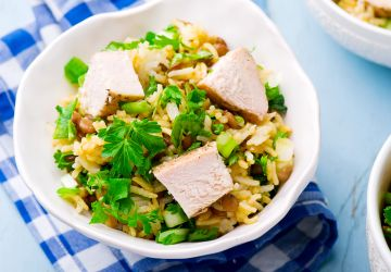 Salade de riz, poulet et lentilles aux herbes