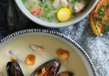Crème de pommes de terre à l'ail rôti et aux moules